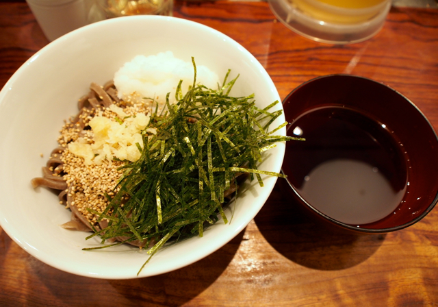 もっちり太麺。噛みごたえのあるおソバ