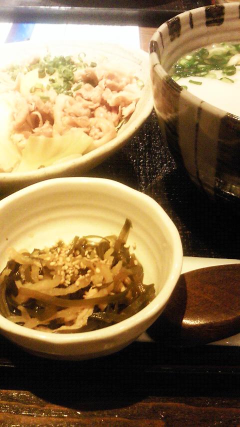 沖縄へワープ♪沖縄そば&スタ丼でがっつり。